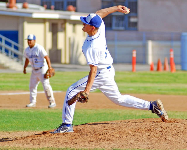 Quinn Keller pitched against Carpinteria last Friday night. Flashes lost 3-5.