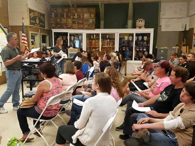 Fillmore High School FFA hosted a parent meeting to go over expectations of the students raising animals for this years fair to be held in August. Fillmore FFA is consistently successful at the Ventura County Fair and starting early definitely is part of it.