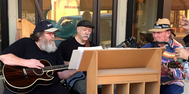 Pictured (l-r) are John, Bruce and Jim jamming in front of Roan Mills Bakery last Friday night. Photo courtesy Katrionna Furness.