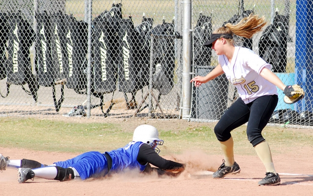 Flashes J.V. girls played against Oak Park last Thursday. Above, Fillmore dives back to first base before being tagged out. Fillmore lost 10-0.