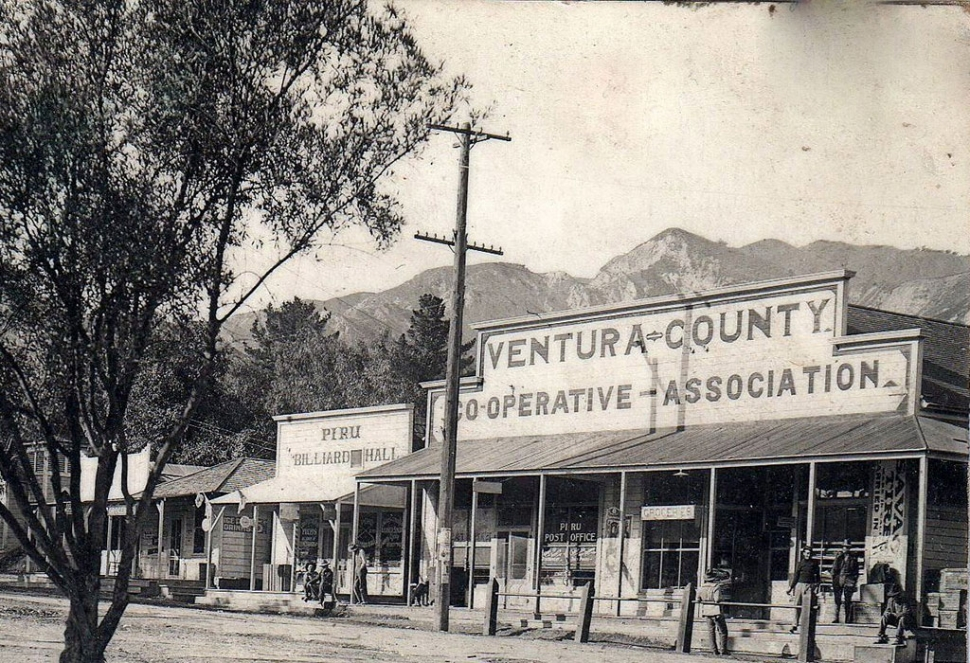 Piru in 1906. The Ventura County Cooperative which would become United Mercantile, Piru Billiards, and the Piru Post Office.