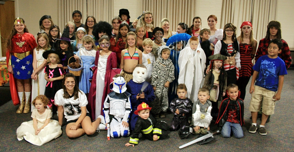 Halloween Costumes For 4 Friends.Bardsdale 4h Halloween Party The Fillmore Gazette