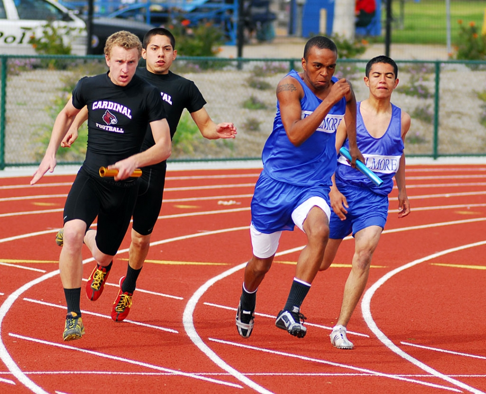 Major Lee runs against Santa Paula during the track meet last Wednesday.